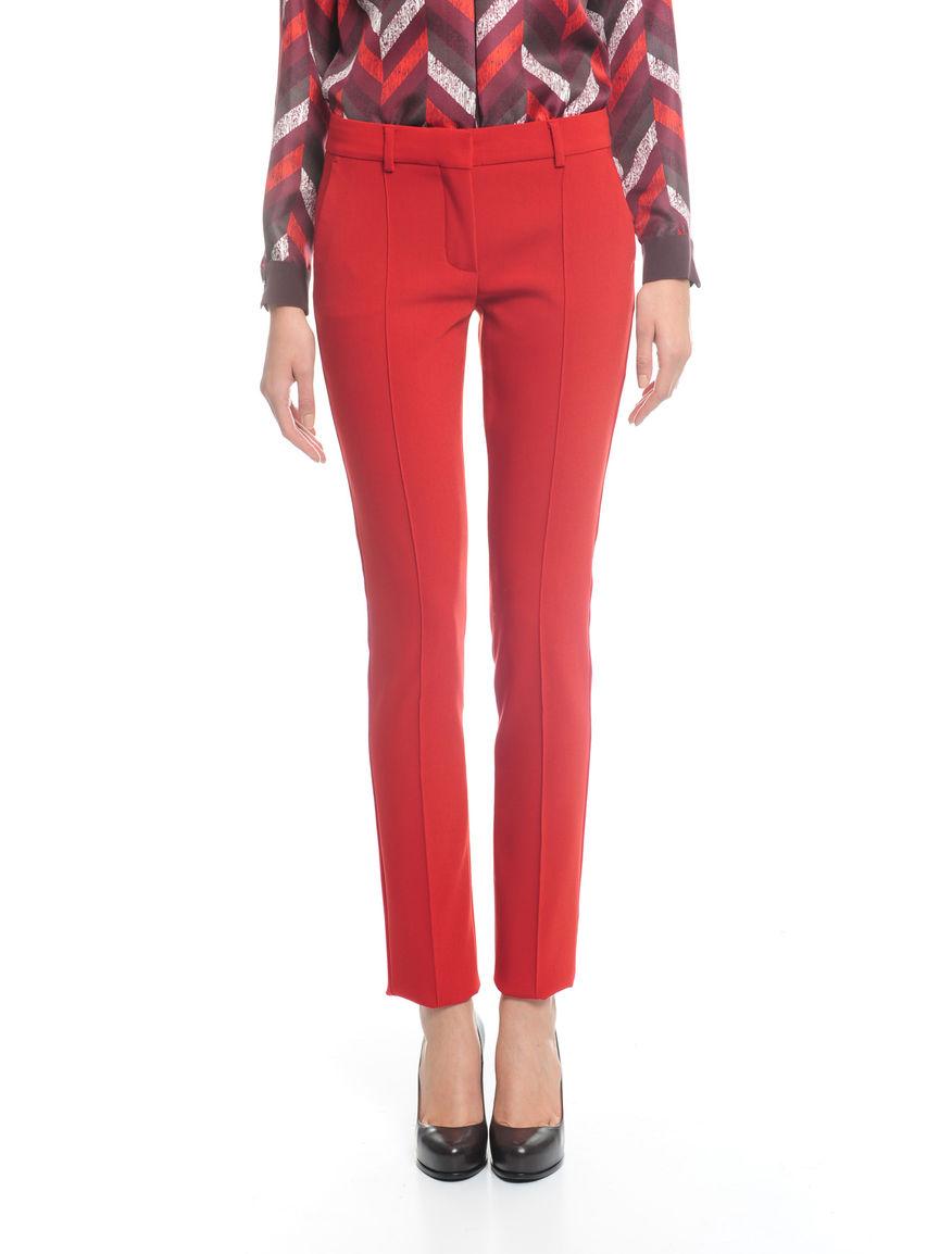 Pantaloni con piega cucita
