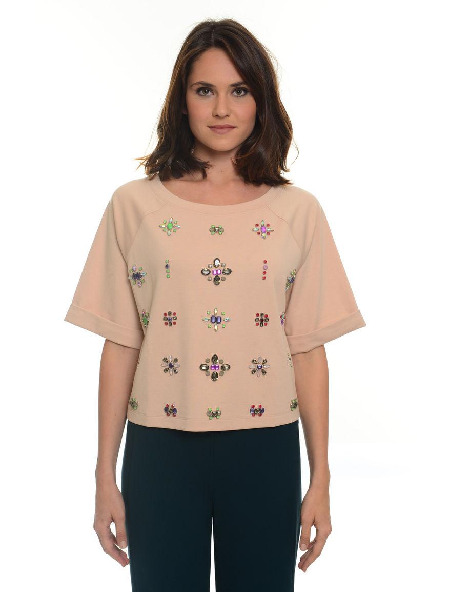 T-shirt con applicazioni ricamate