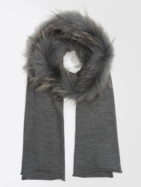 Knit stole with fur insert