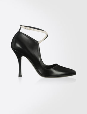 Semi-gloss leather pumps