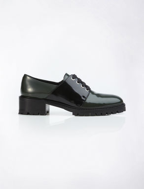 Two-toned masculine shoe