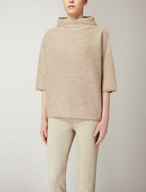 Stretch wool knitwear