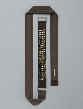 Belt with tortoise print bezels