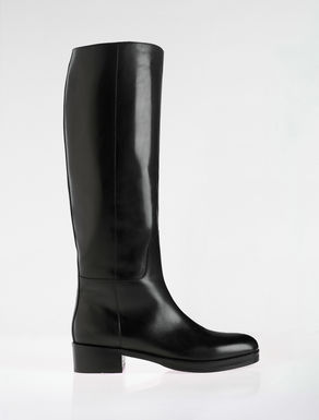 Leather classic boots