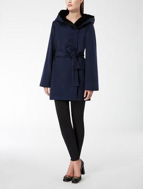 Manteau en laine avec capuche