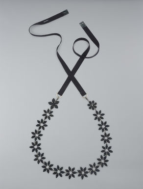 Necklace with covered flowers