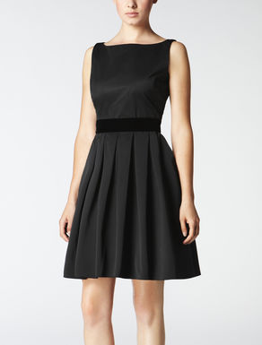 Dress with bow on back