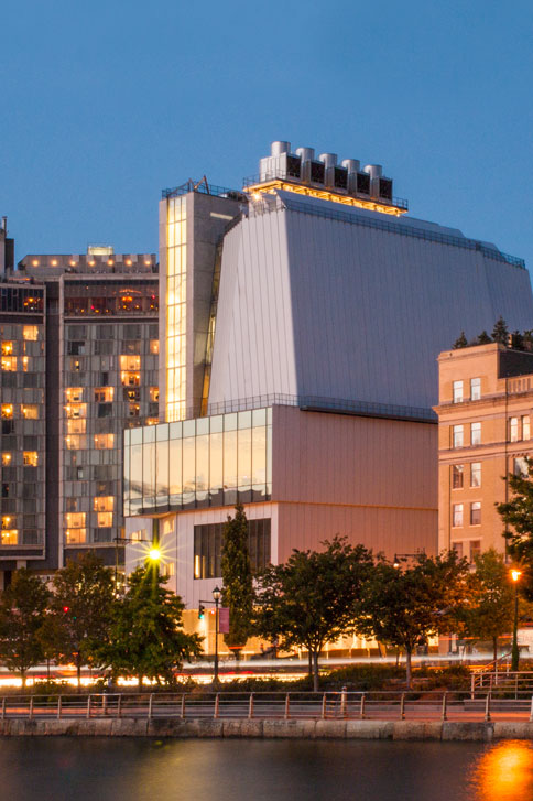 Whitney Museum by Night<br>Le luci di Downtown New York<br> Credits: Karin Jobst - Courtesy of The Whitney Museum of American Art