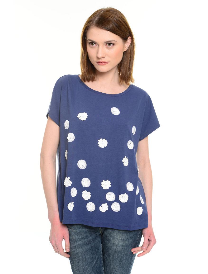 T-shirt con applicazioni
