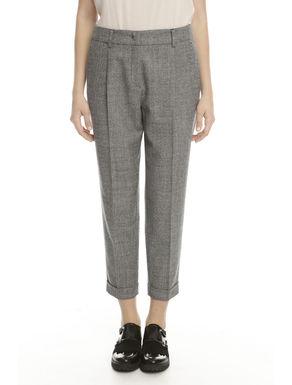 Pantalone con piega stirata