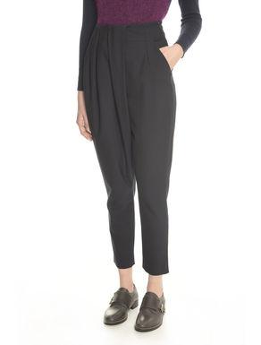 Pantaloni con pieghe laterali