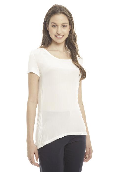 T-shirt con fondo asimmetrico