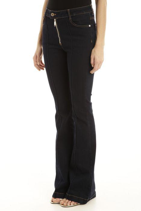 Jeans con fondo gamba svasata