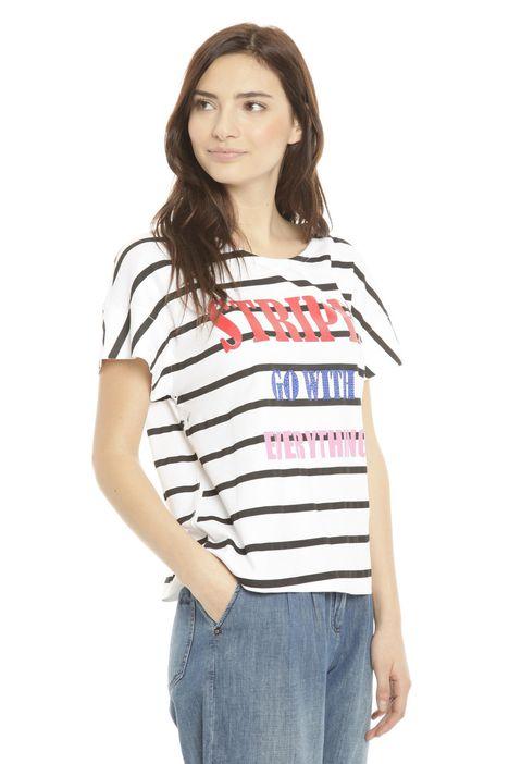 T-shirt con ampie maniche