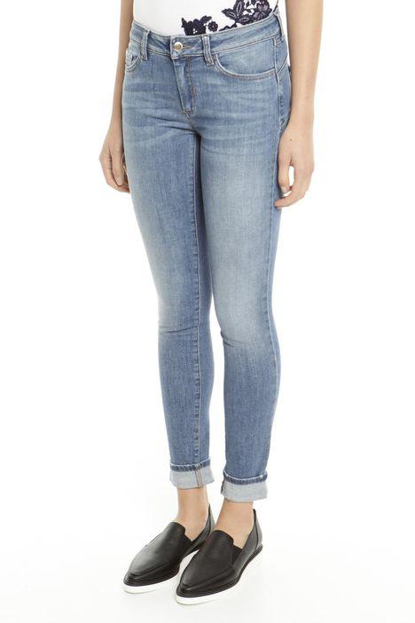 Jeans skinny con risvolto