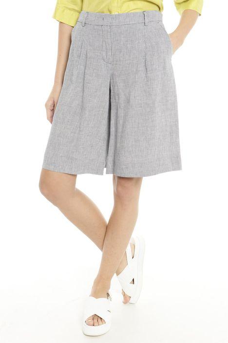 Pantaloni corti e svasati
