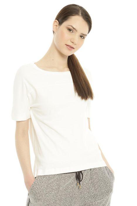 T-shirt con taglio