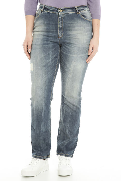 Jeans sfumati con strappo Intrend