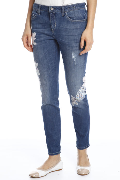 Jeans con patches Intrend