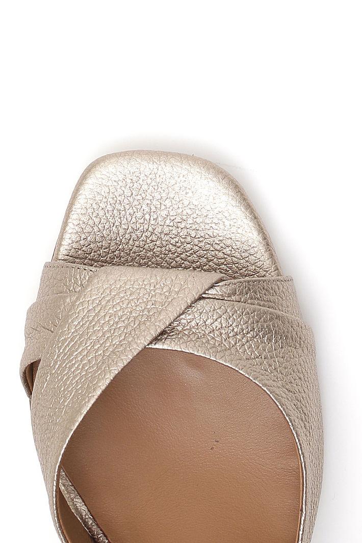 Sandalo con tacco squadrato Intrend