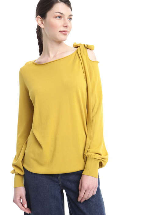 Viscose jumper with side bow Intrend