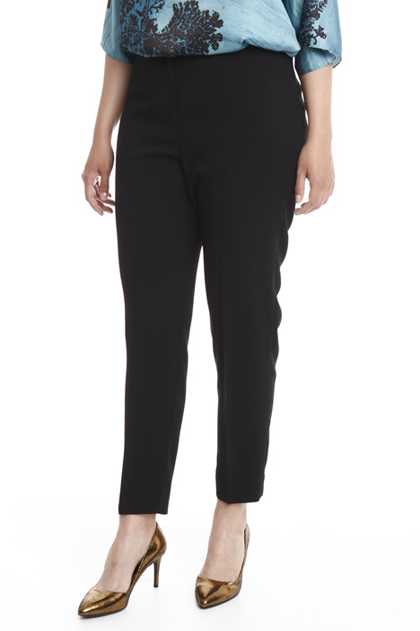 Slim fit trousers in crepe fabric Intrend