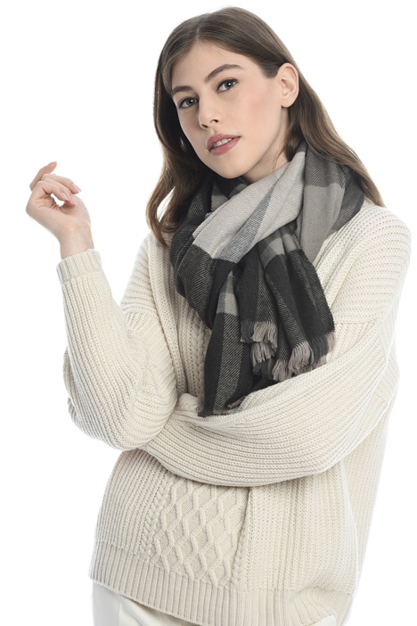 Soft scarf with fringes Diffusione Tessile