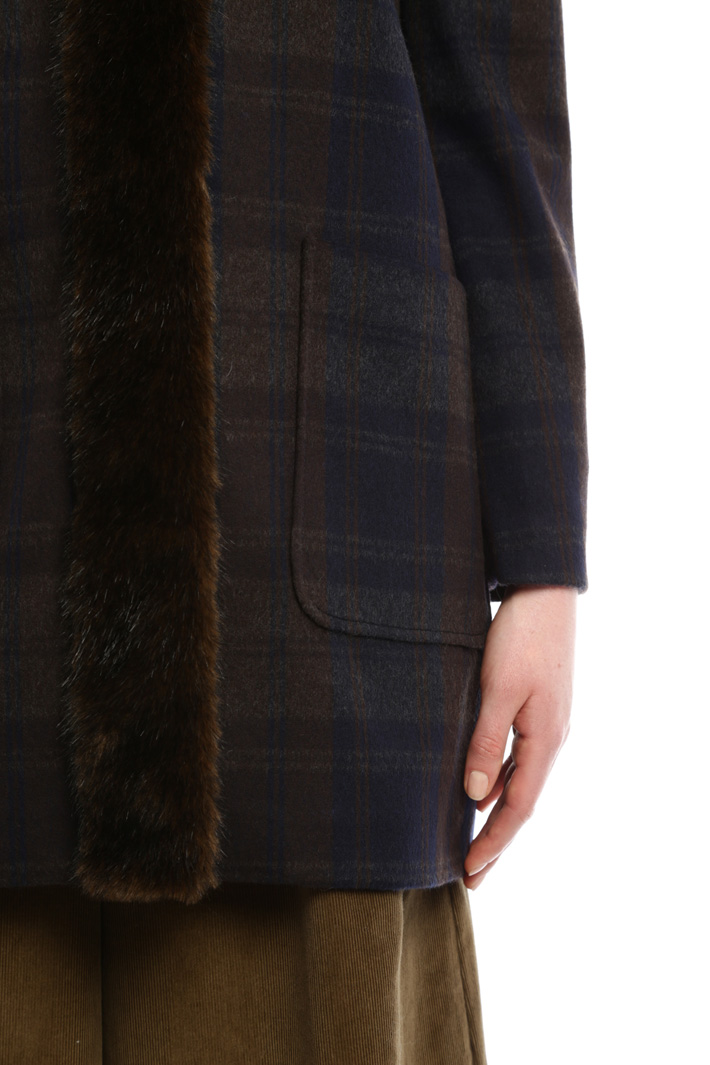 Check coat with fur-effect-trim Diffusione Tessile