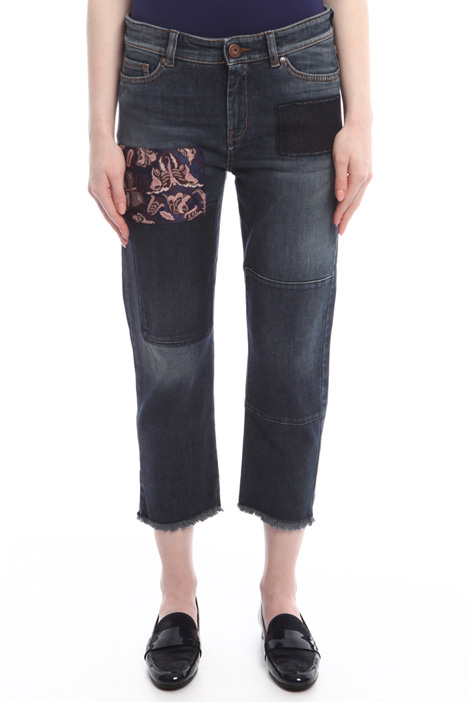 Jeans with patches Intrend