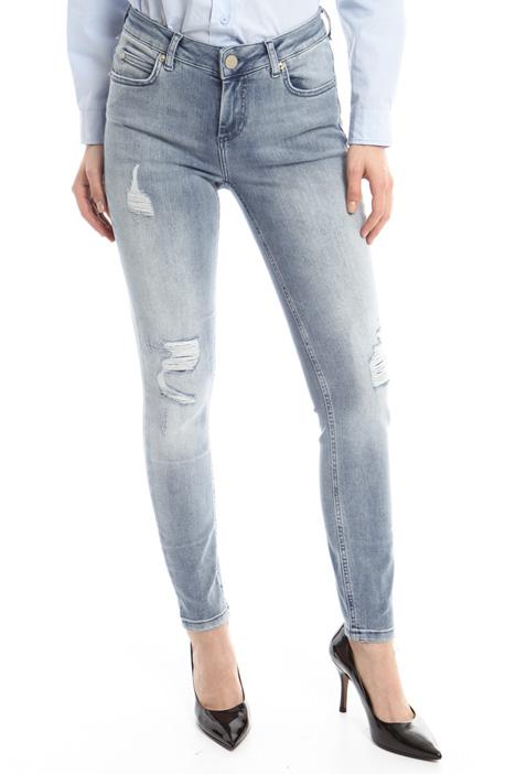 Jeans con strappi a decoro Diffusione Tessile