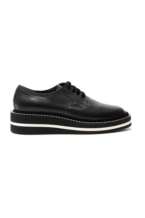 Laced shoe in leather Intrend
