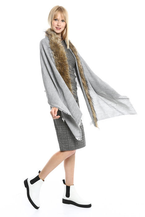 Faux-fur trimmed stole Diffusione Tessile