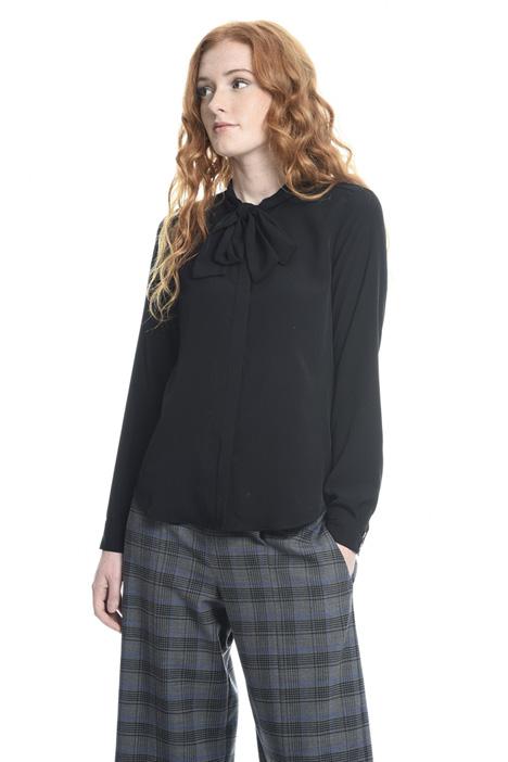 Camicia con collo a sciarpa Diffusione Tessile