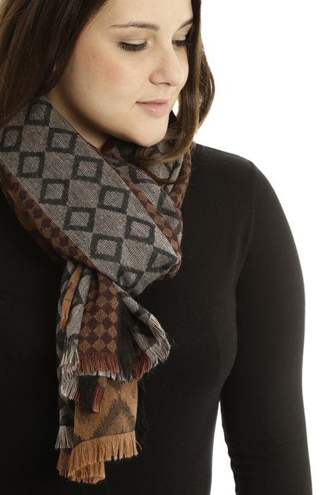 Fringed jacquard scarf Diffusione Tessile