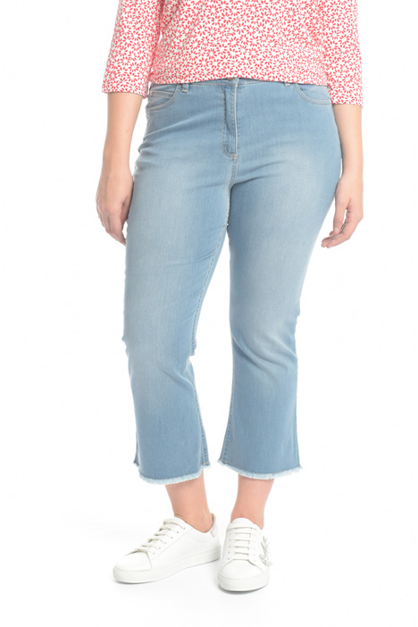 Jeans with fringed hem Intrend