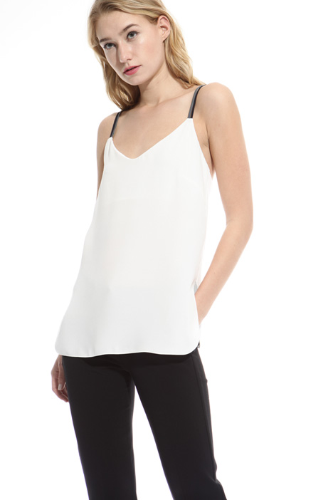 Crossed strap top Intrend