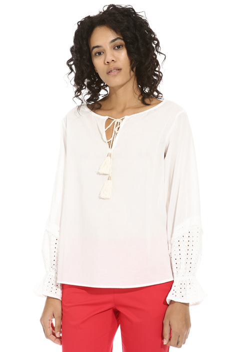 Anglaise broderie cuff blouse Intrend