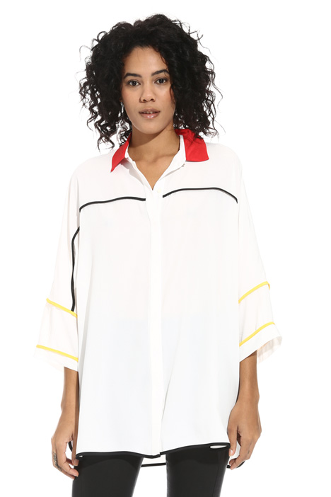 Contrasting edge shirt Intrend