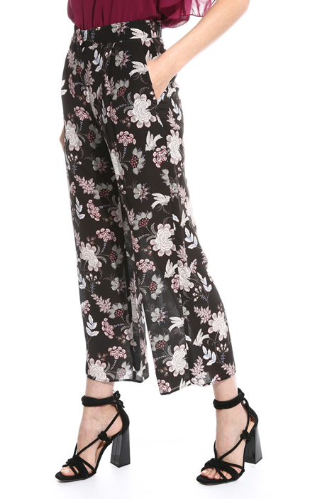 Cropped trousers in silk Intrend