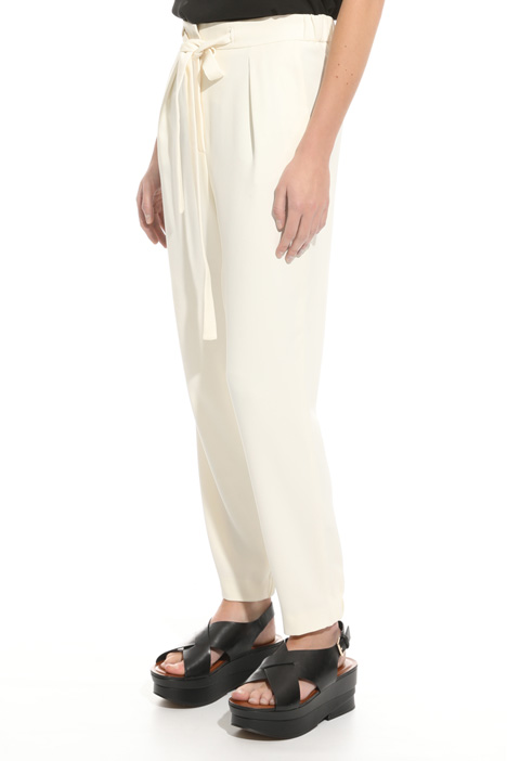 Pantalone in crepe enver satin Intrend