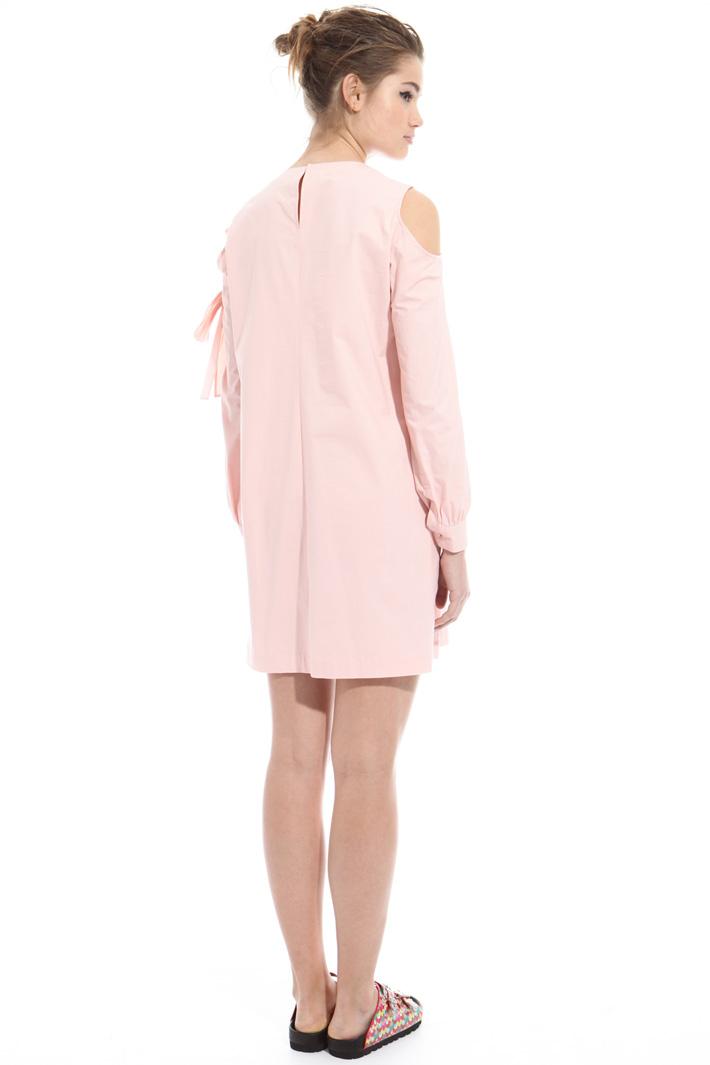 Cold-shoulder dress Intrend