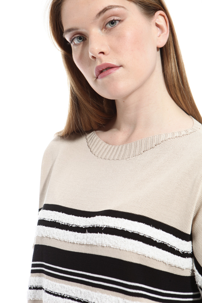 Sweater with raised stitches Intrend