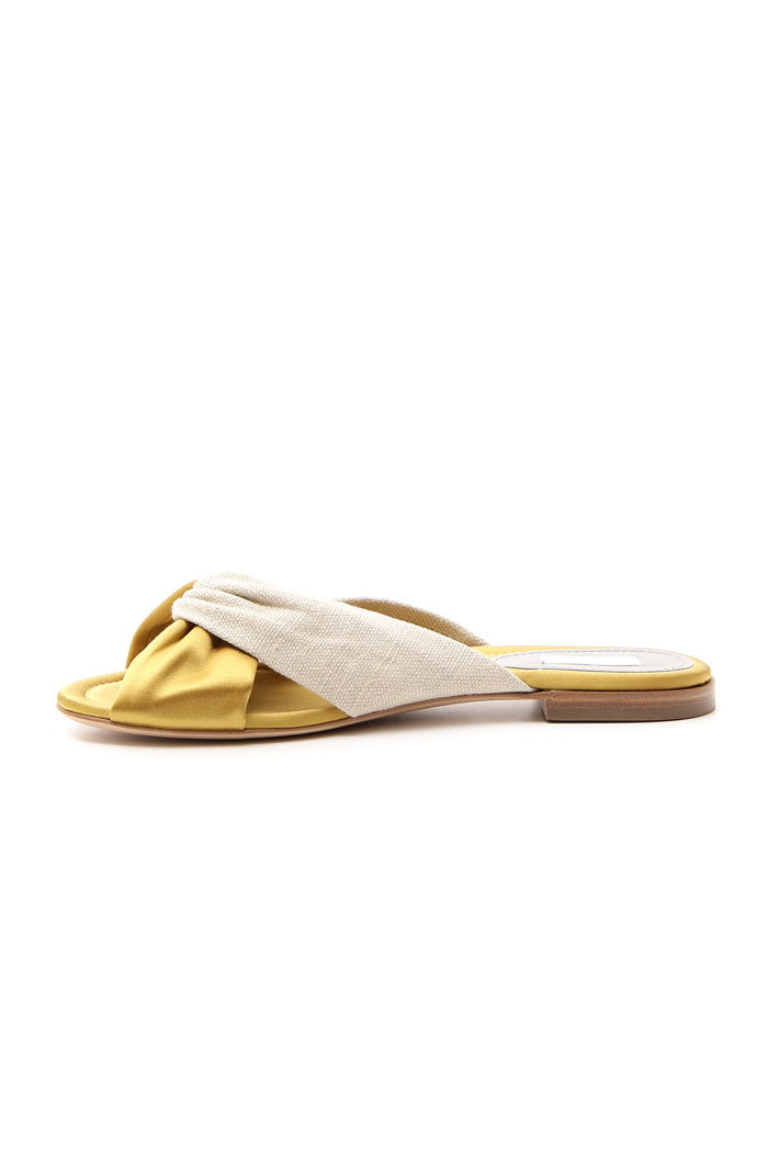Cross flat sandals Intrend
