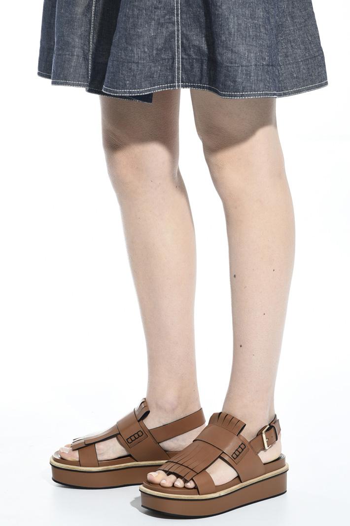 Platform sandal with fringe  Intrend