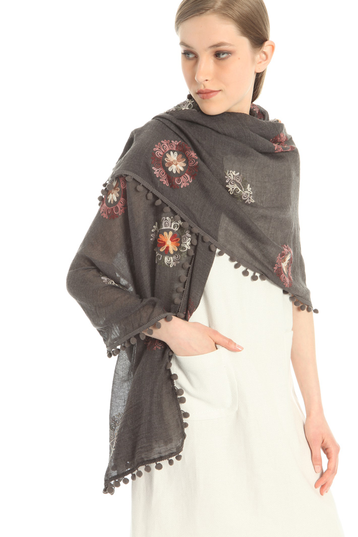 Embroidered pompom scarf Intrend