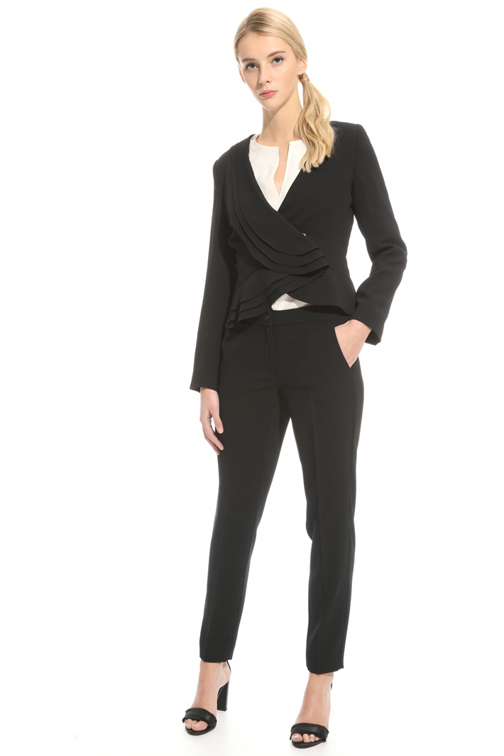 Suit in crepe fabric Intrend