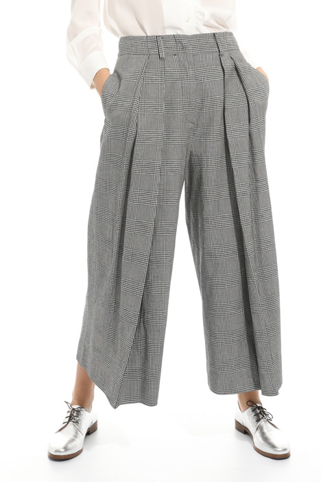 Trousers with inverted pleats Intrend