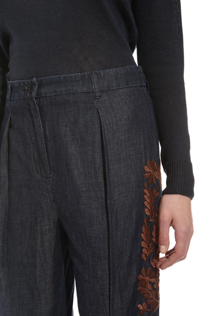Jeans con ricamo in filo Intrend