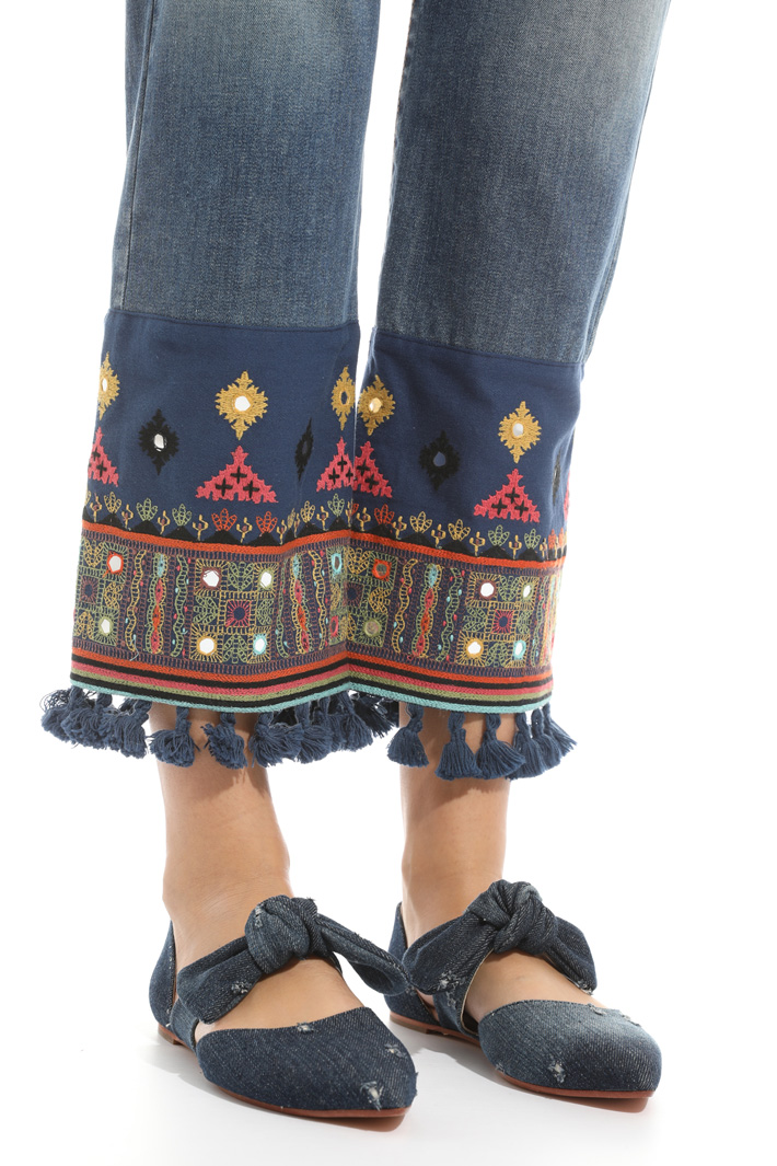 Embroidered hem trousers Intrend