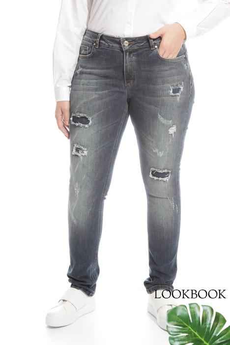 Jeans con applicazioni ba7fb529d66